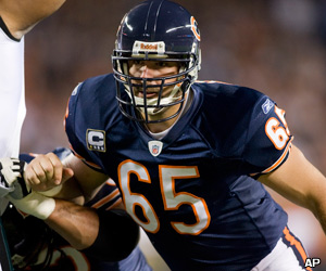 Bears sign Mannelly, Toeaina to contract extensions