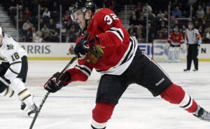 Kris Versteeg,  key piece of the 2010 championship team is returning to Chicago