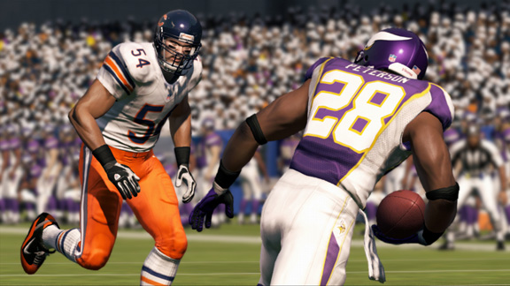 madden_nfl_13_brian_urlacher_adrian_peterson_screenshot