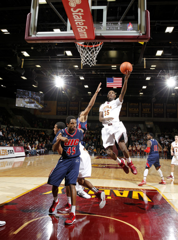 Doyle playing against UIC last season (photo from Google).